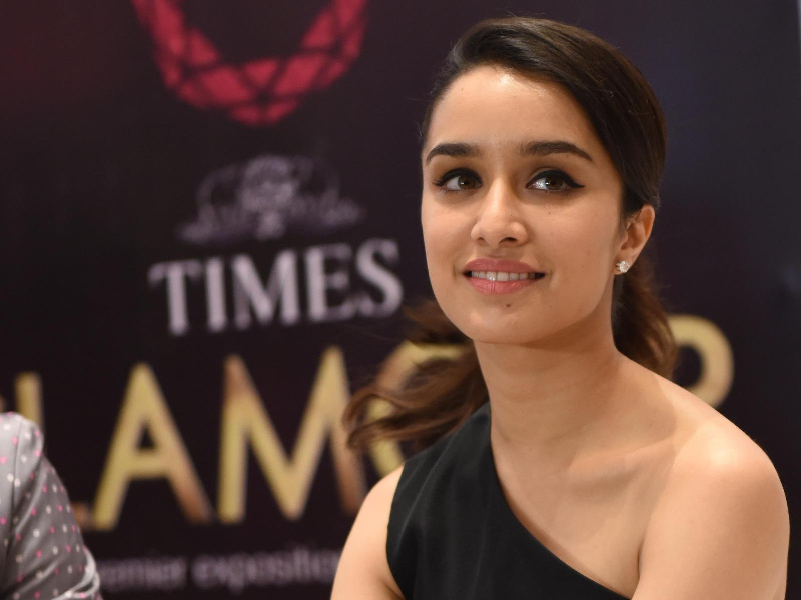 gorgeous-beauty-queen-shraddha-kapoor