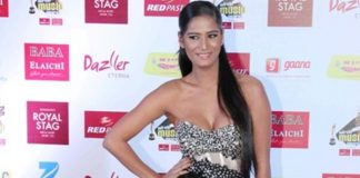 Poonam Pandey and Urvashi Rautela showed boldness in award show