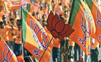Not only from opponents, the rebels are also upset Shah and Modi