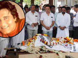 Famous actor Vinod Khanna dies