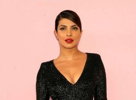 once again on red carpet priyanka chopra shows her hotness