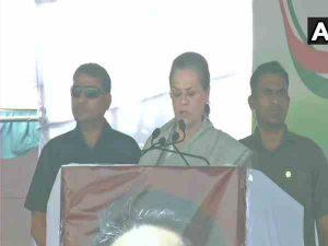 sonia attacked modi in karnataka rally